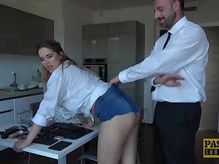 Nikky Wish is not only having anal invasion fuckfest, this stunner is also using a magic wand, along the way