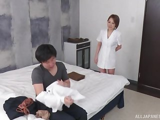 Instead of massage horny Asian therapist gets a hard client's penis